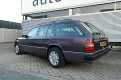 Mercedes-Benz-200-serie-4