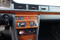 Mercedes-Benz-200-serie-10