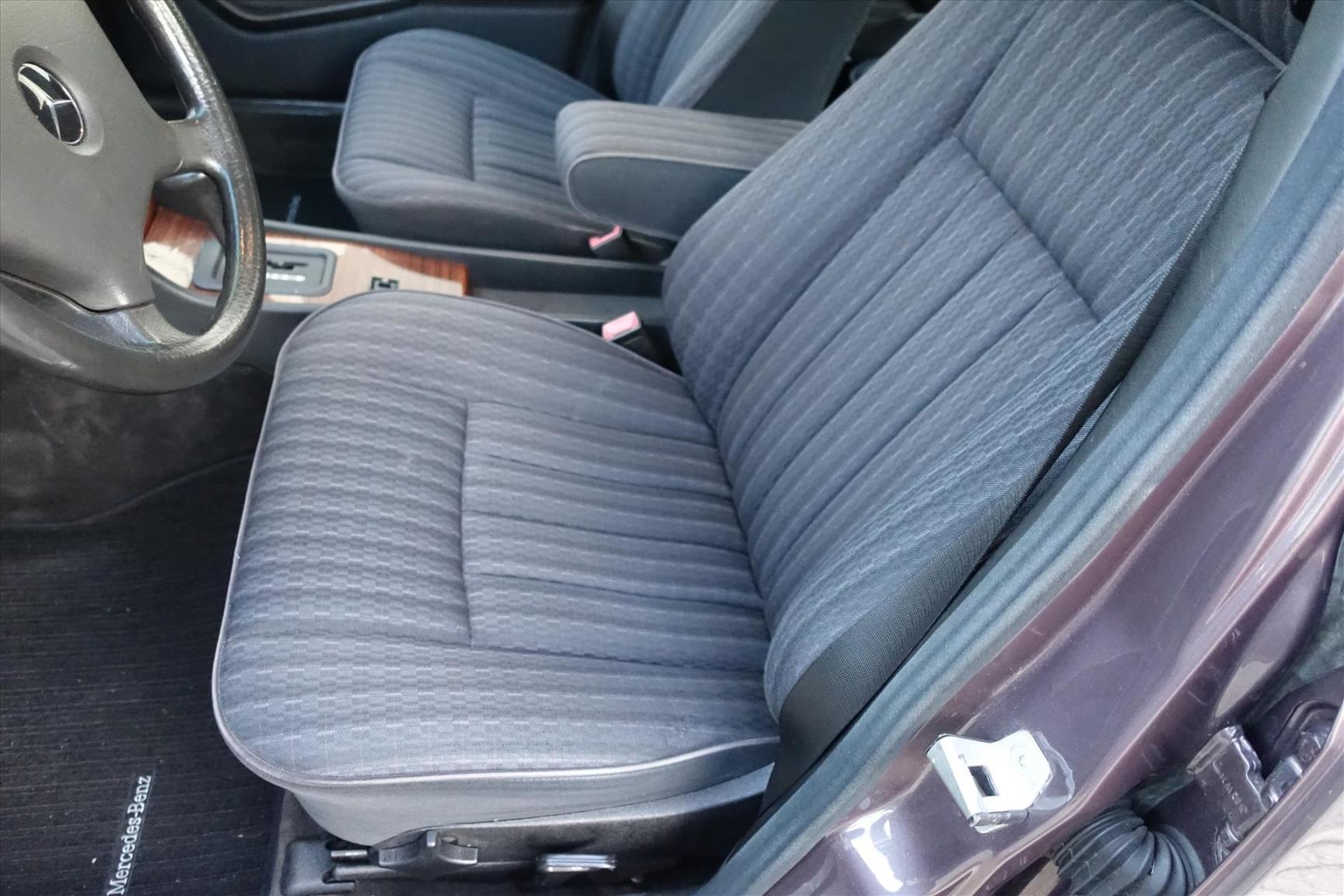 Mercedes-Benz-200-serie-13
