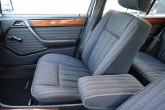 Mercedes-Benz-200-serie-14