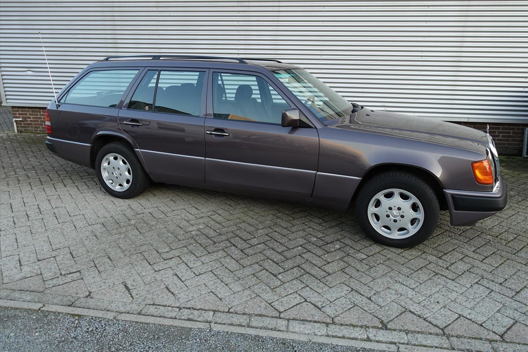 Mercedes-Benz-200-serie-2