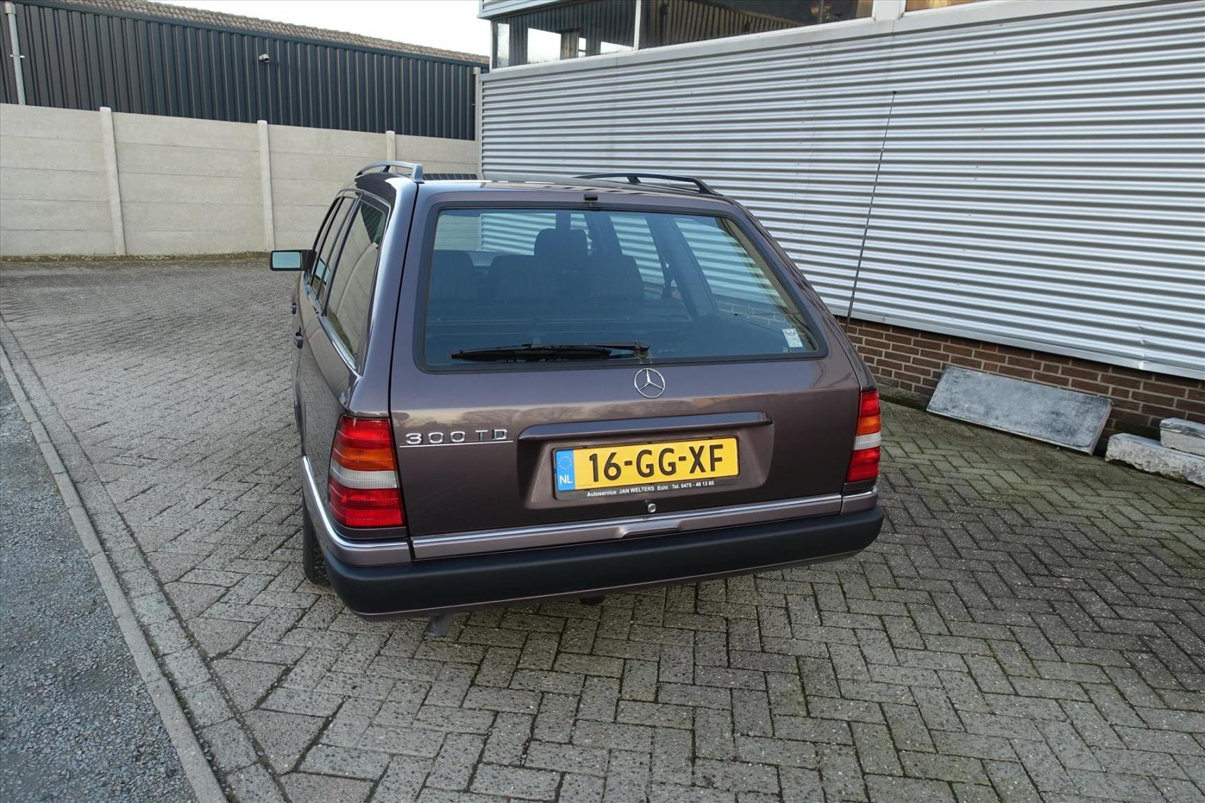 Mercedes-Benz-200-serie-5